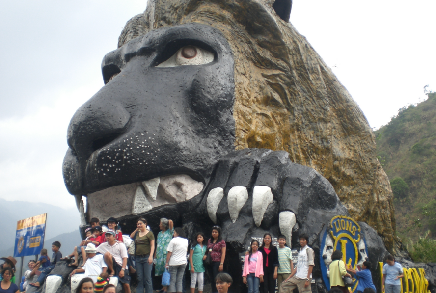 LION'S HEAD: The famous landmark along Kennon Road on the way to Baguio City (Emir214 / Wikipedia)