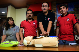 01 December 2015       (R-L)  Philippine Heart Assn. (PHA) Council on Cardio Pulmonary Resuscitation (CPR) Chair,Dr. Francis Lavapie,CPR Coordinator Ronaldo Grande,PHA Council on CPR Member,Dr. Regidor Encabo and The Heart News and Views Managing Editor,Gynna Gagelonia demonstrate the proper use of Defibrillator while administering CPR to a person suffering from a sudden cardiac arrest over yesterday's PSA forum at Shakeys Remedios in Manila.The House of Representatives has passed the so-called 'Samboy Lim Bill that would make the mandatory CPR training in schools nationwide,at least once before graduation,with the goal of saving more lives.According to PHA,doing basic or hands-only CPR increases the cardiac arrest patients survival rate by 33 percent.   ( EY ACASIO / The Standard )