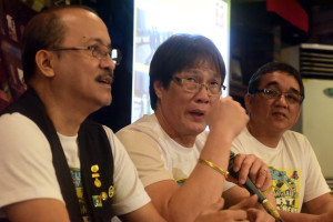 01 December 2015       Rotary Club of Baywalk Manila(RCBM) President,Willy Uy,center,is flanked by RCBM Vice-President,Edgardo Jose,left,and  Darts Council of the Philippines President,Luigie Estacio in announcing the RCBM's hosting of the GOvernor Obet Pagdanganan Cup Darts Tournament on Dec. 5,2015 at the Tres Marias de Manila in Malvar Street,Malate,Manila,over yesterday's PSA forum at Shakeys Remedios.The proceeds of the event shall support the RCBM's flagship project dubbed as 'Alay Sagip Pamilya sa Kalye' & 'Alay Tulong sa mga Preso' which street families in Ermita area and inmates in Bilibid Prison,Muntinlupa will be benefited.  ( EY ACASIO / The Standard )