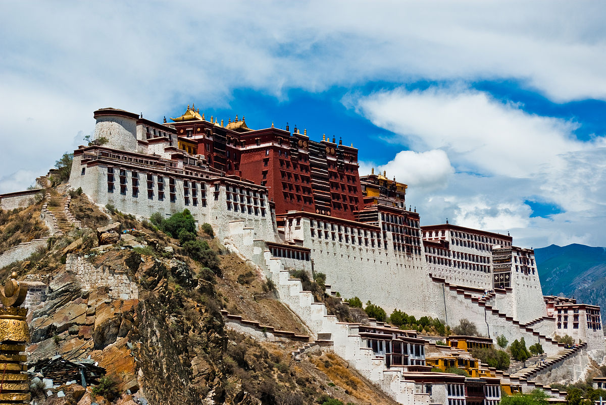Potala Palace in Lhasa, Tibet (Photo from Wikipedia/ Antoine Taveneaux)