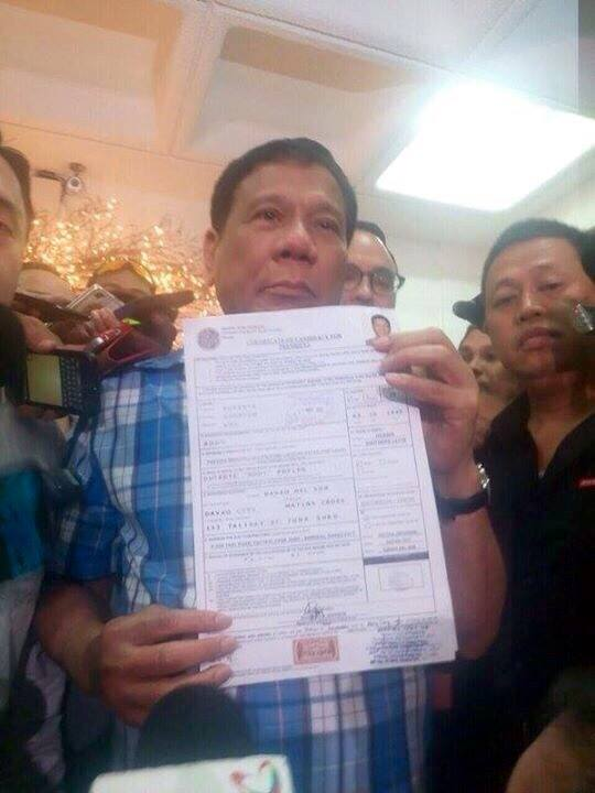 Davao mayor Rodrigo Duterte files Certificate of Candidacy for President before the Commission on Elections in December 9. (Photo from Duterte's official Facebook page)