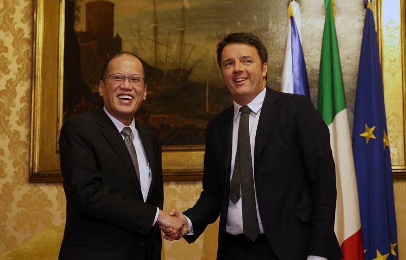 (ROME, Italy) President Benigno S. Aquino III exchanges views with Italian Republic Prime Minister Matteo Renzi during the Bilateral Meeting at the Palazzo Chigi for his Official Visit on Wednesday (December 02, 2015). (Photo by Joseph Vidal/ Malacañang Photo Bureau)
