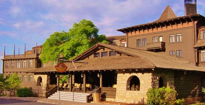 The El Tovar Hotel (Photo from National Park Central Reservations website)