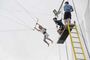 Flying Trapeze Philippines guest trying out the calisthenics bars