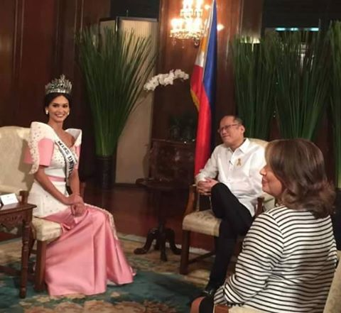 Miss Universe 2015 Pia Wurtzbach having her close encounter with President Benigno Simeon Aquino III (Photo taken from Pia Wurtzbach's official Facebook fan page)