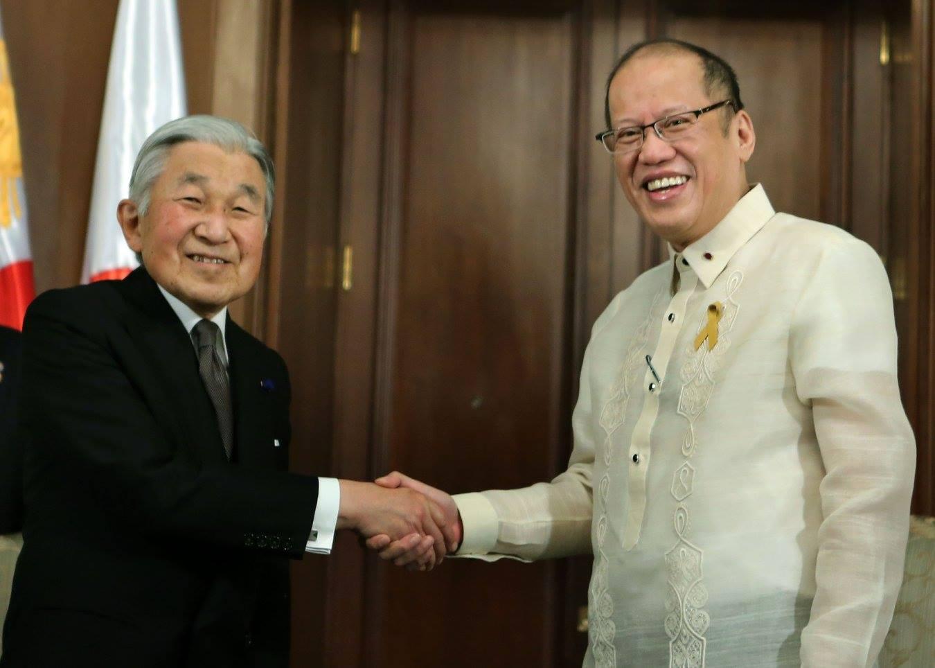 President Benigno S. Aquino III welcomes Their Imperial Majesties the Emperor Akihito and the Empress Michiko of Japan to Malacañan Palace. (Photos courtesy of Malacañang Photo Bureau)