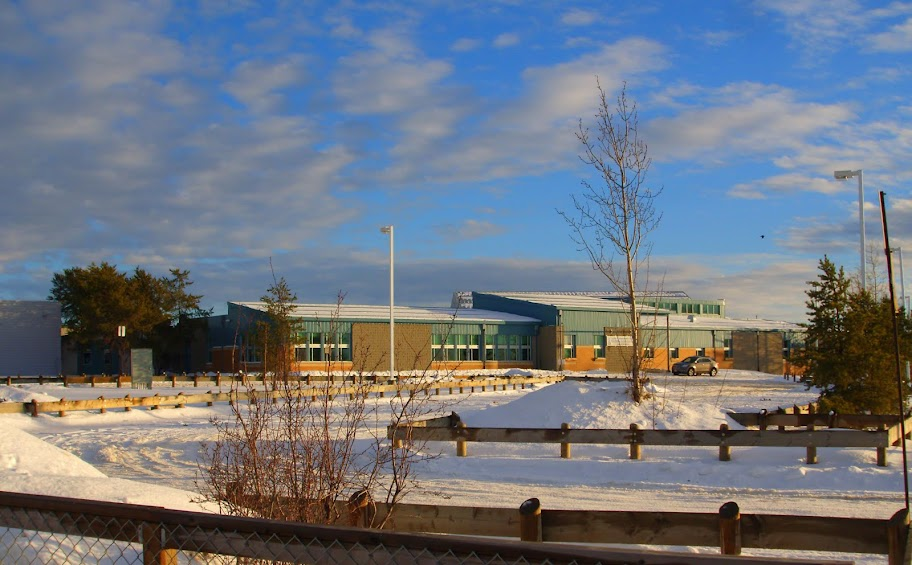 Dene High School in La Loche, Saskatchewan. (Photo courtesy by Kayoty/Wikipedia)
