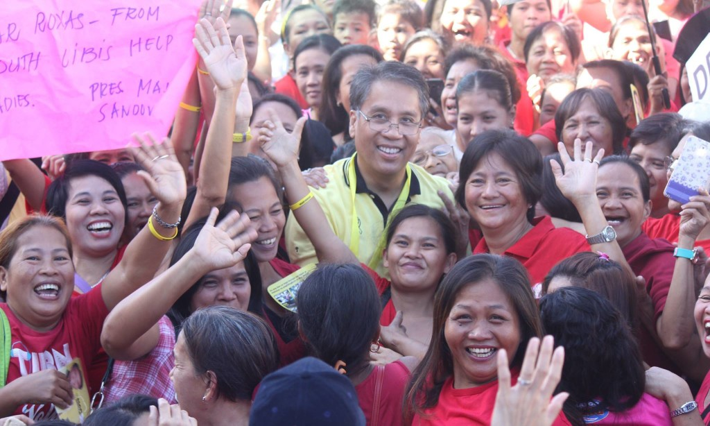 "Administration bet Manuel ""Mar"" Roxas II in San Mateo, Rizal. (Photo from Roxas' official Facebook page)"