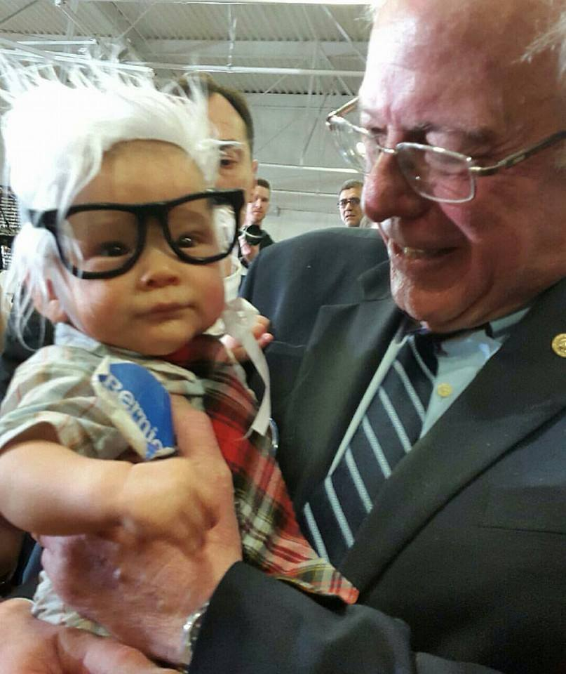 Oliver Jack Carter Lomas-Davis (left) with Bernie Sanders (right). Four month old Davis, known as Bernie Baby, died of Sudden Infant Death Syndrome (SIDS). (Photo from the official Facebook page of The People For Bernie Sanders 2016)