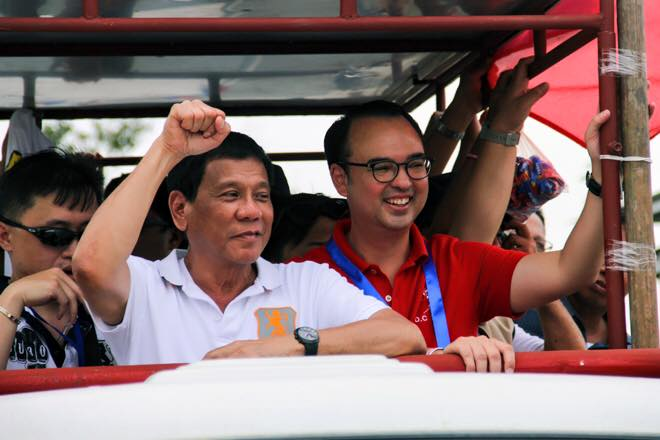"Cayetano (right) said that ""eradicating crime is simple if you have political will."" (Photo: Alan Peter Cayetano/Facebook)"