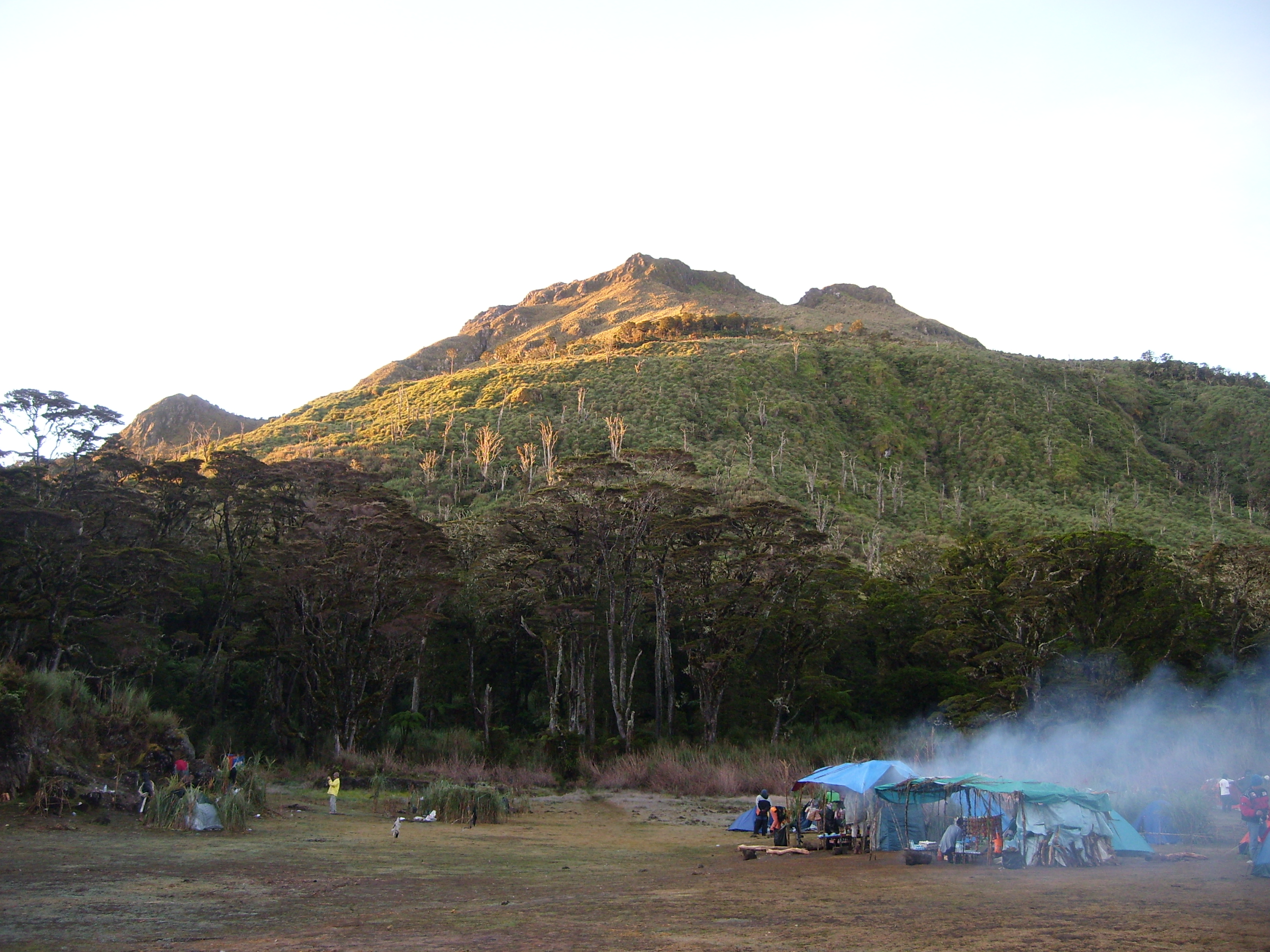 Mount Apo. (Photo by Kleomarlo/Wikipedia)