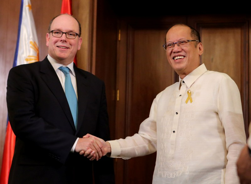 President Benigno S. Aquino III shakes hand with His Serene Highness Albert II, Sovereign Prince of Monaco, at the Music Room of the Malacañan Palace during the Official Visit to the Republic of the Philippines on Thursday. (Photo by Lauro Montellano, Jr. / Malacañang Photo Bureau)