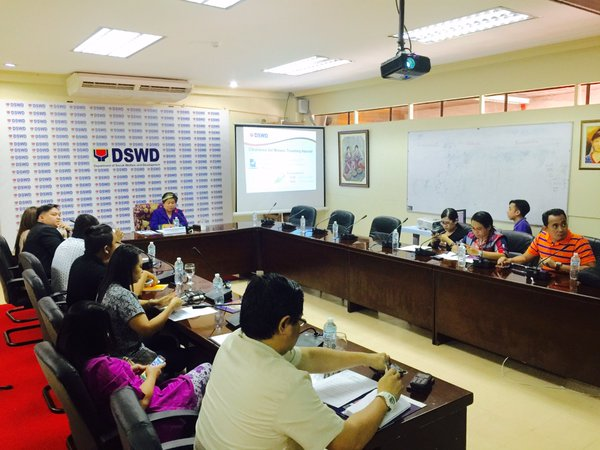 DSWD Secretary Secretary Dinky Soliman (leftmost) during a press briefing.  (Photo: DSWD's Twitter account)