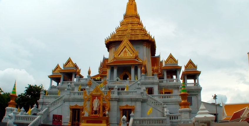 The temple in in Wat Traimit housing the world's largest gold Buddha.  (Screengrab from YouTube user stercraze06's video)