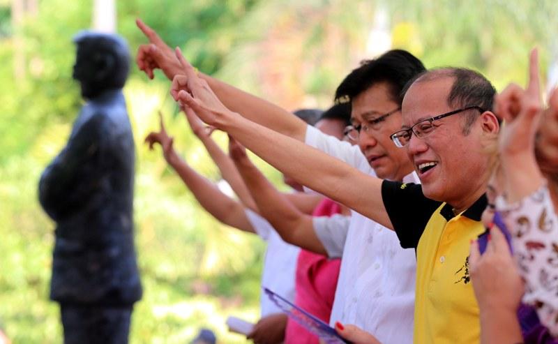 "President Benigno ""Noynoy"" Aquino III flashes the LABAN sign during the Freedom Memorial Launch at the Bulwagang Ninoy Aquino of the Ninoy Aquino Parks and Wildlife Center in North Avenue, Quezon City. (Photo: Joseph Vidal/ Malacañang Photo Bureau)"