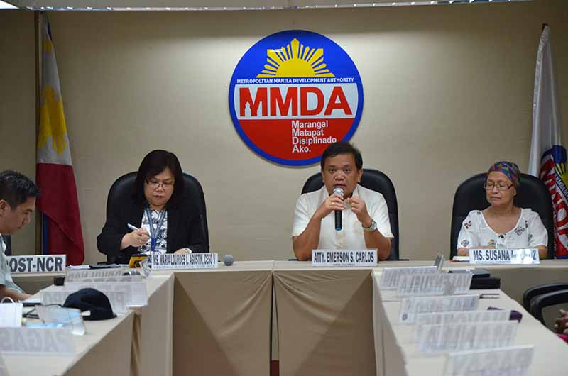 Carlos (second from right) said the next MMDA chief must work patiently with the agency's personnel who are knowledgeable in terms of traffic management in order to come up with efforts to curb traffic congestion in the metropolis. (Photo: MMDA's website)
