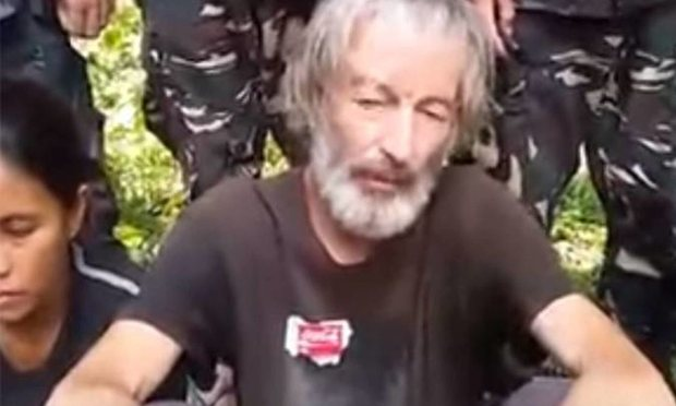 Canadian hostage Robert Hall was beheaded by the Abu Sayyaf Group after their C$16.6M ransom deadline passed.  (Screenrab from YouTube video)