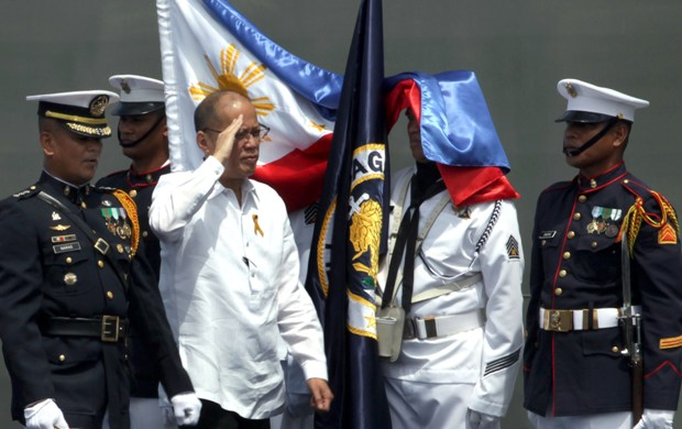 "President Benigno ""Noynoy"" Aquino III, accompanied by PN Flag Officer in Command (FOIC) VAdm. Caesar Taccad, troops the line during the Philippine Navy (PN) 118th Anniversary Celebration at the Landing Ship Dock (SSV LD601) in Pier 13, South Harbour, Manila City on Wednesday (June 01, 2016). With theme: ""Protecting the Seas, Securing Our Future"". (Photo by Benhur Arcayan/ Malacañang Photo )"