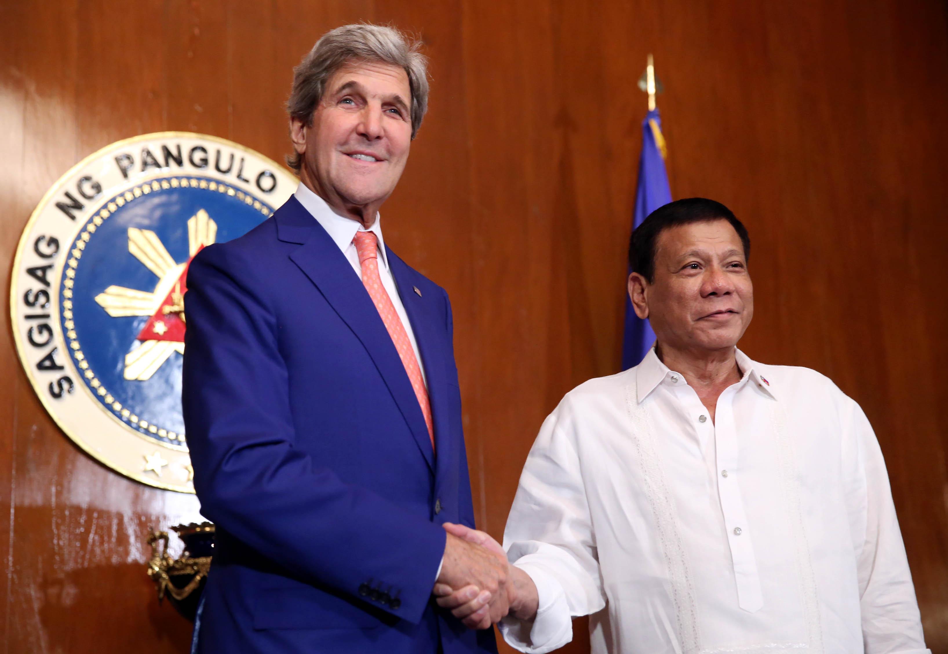FILE: U.S. Secretary of State John Kerry (left) and President Rodrigo Duterte (right) at the President's Hall of Malacanang. (PNA photo)