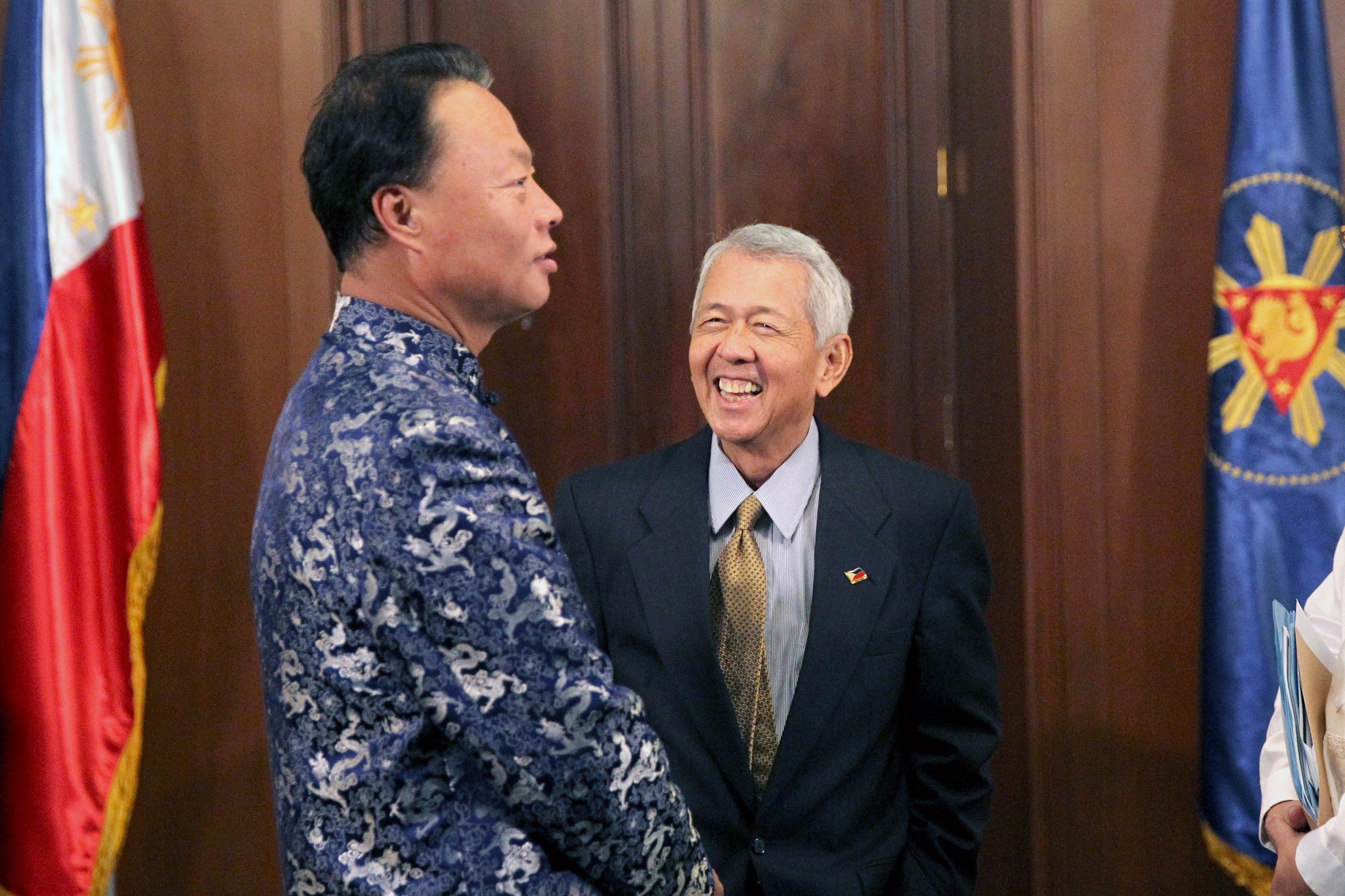 FILE: Foreign Secretary Perfecto Yasay Jr. WITH Chinese Ambassador to the Philippines Zhao Jinhua at Malacañang Palace on July 7, 2016. (Presidential Photographers' Division)