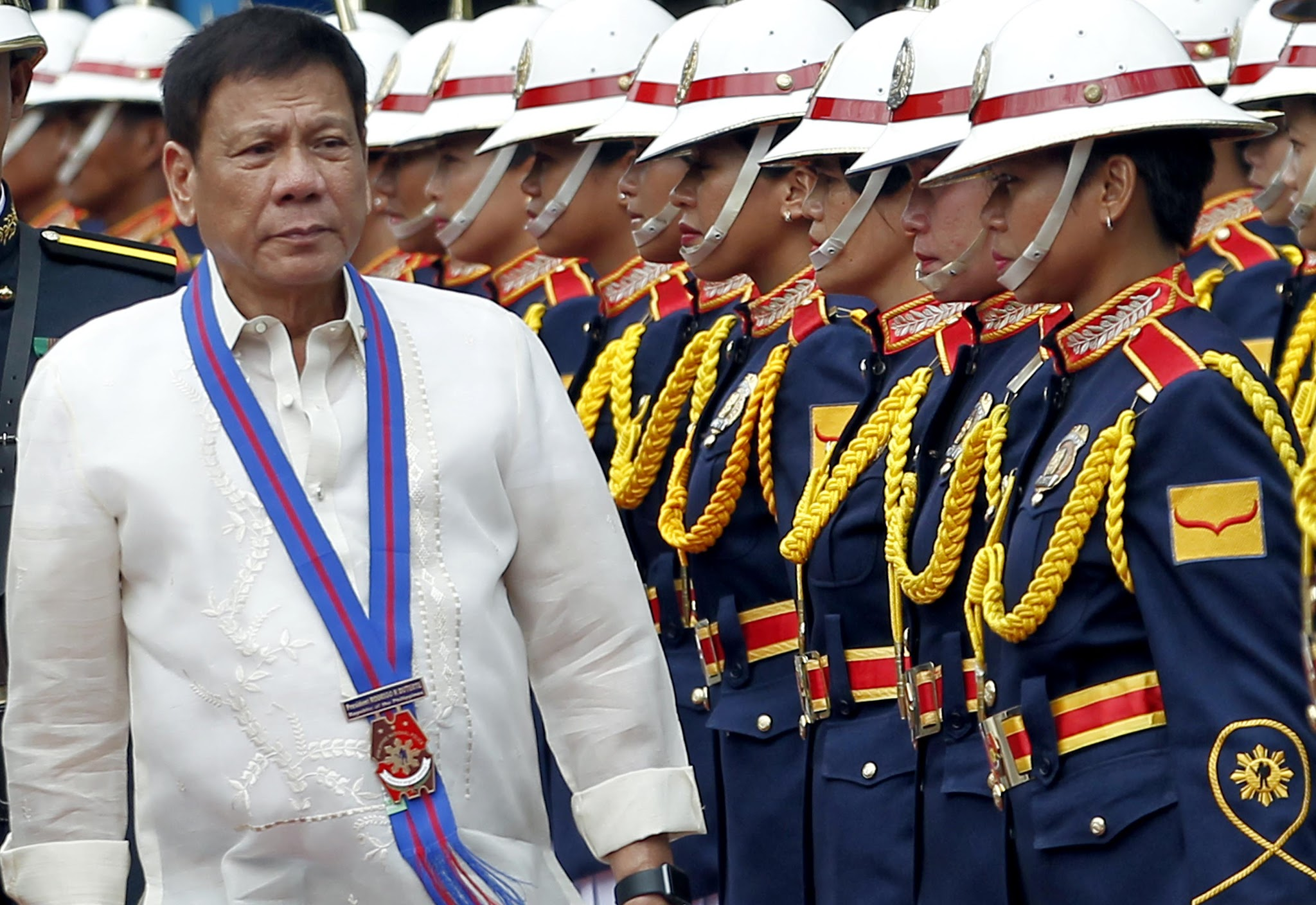 """Mamili kayo… You do it properly. Do not, huwag mong lokohin ang tao. Pag pinilit ninyo iyan, sarado kayong lahat,"" Duterte said referring to lawmakers' personal interests on changing the Constitution. (Photo: Rey S. Baniquet/PPD)"