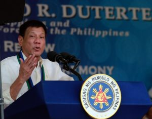 """""""Itong mga human rights, mamili kayo: Is it the comfort and safety of the population? Or the lives of criminals?"""" the President said in his speech. (Photo: Marcelino Pascua/PCOO)"""