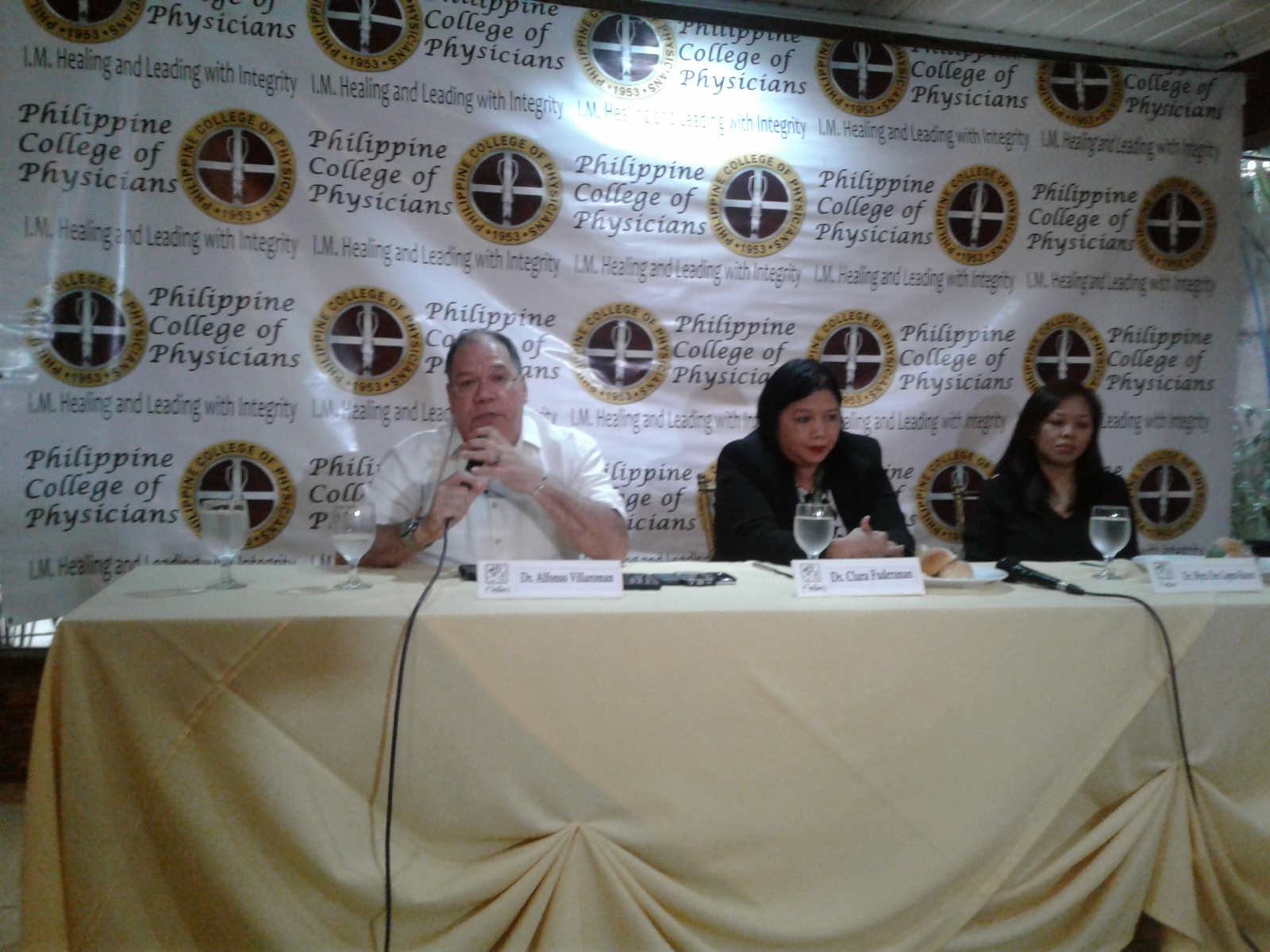 Dr. Alfonso Villaroman (left), special assistant to Department of Health (DOH) Assistant Secretary Elmer G. Punzalan, explains why the Health Department is conducting community-based training program among doctors from local government units in the National Capital Region (NCR) during the Philippine College of Physicians Health Forum held at Annabel's Restaurant in Tomas Morato Ave., Quezon City on Tuesday (Aug. 2, 2016). He said the training program is designed to strengthen the doctors' knowledge and better understanding on how they can properly assess the drug dependents/users as part of the DOH's intervention programs for the big number of drug surrenderers in the country. Also present in the forum were Dr. Clara Fuderanan (center), a psychiatrist of the Philippine College of Addiction Medicine (PCAM) and another official of the DOH in its Drug Treatment and Abuse Program; and Dr. Myra Dee Lopez-Roces from the Philippine Psychiatric Association. (Photo: Johnny Guevarra/PNA)