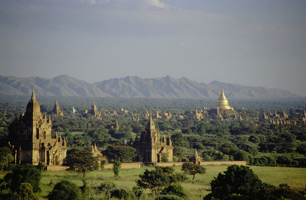 Bagan Temples before the quake. (Photo by Corto Maltese 1999 - Originally uploaded to Flickr as View over the plain of Bagan, CC BY 2.0.)