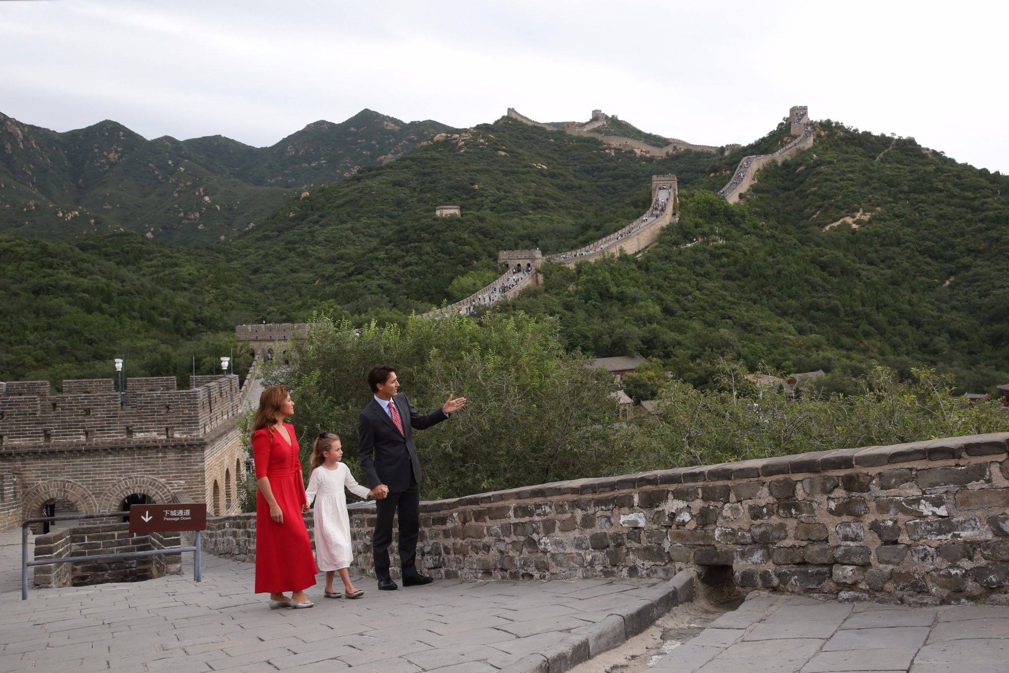 FILE PHOTO: PM Justin Trudeau and family walk the Great Wall of China. (Photo: Justin Trudeau/Facebook)