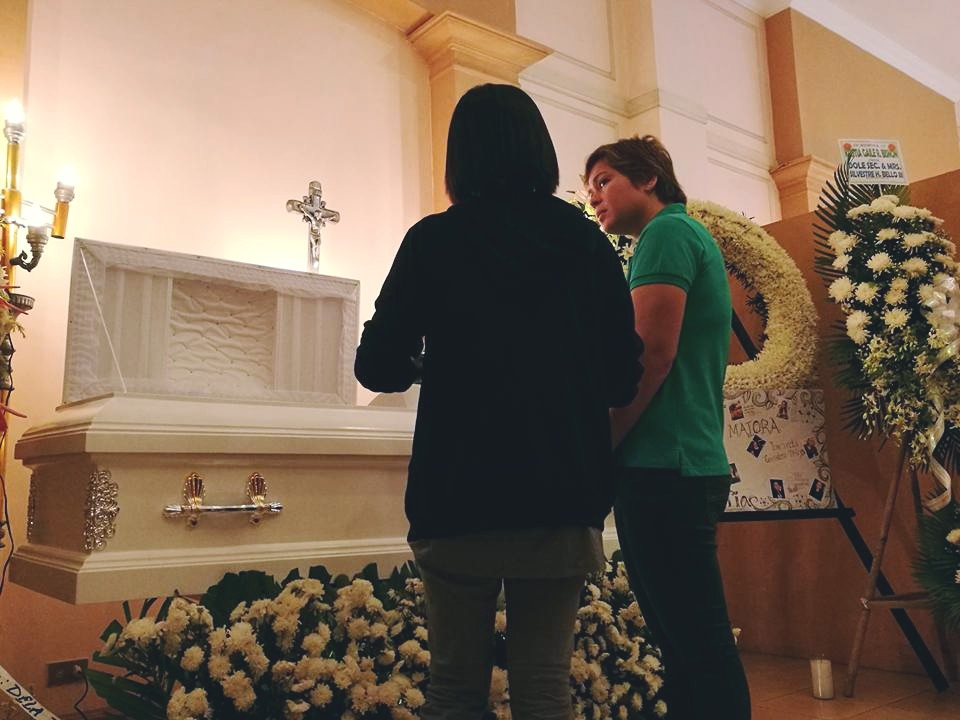 Davao City Mayor Sara Duterte-Carpio, Monday, attends wake of Kristia Gaile Bisnon, one of the 14 fatalities in the Davao City blast on September 2, Friday. (Facebook photo)