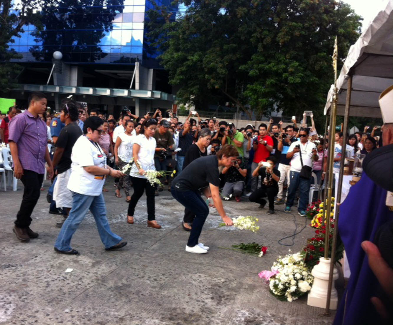 DAVAO CITY, Sept. 3-Davao City Mayor Inday Sara Duterte (black shirt) leads the offering of flowers during Saturday afternoon mass offered to the victims of the explosion at the Roxas night market on Friday night.(Photo: Lilian Mellejor/PNA)