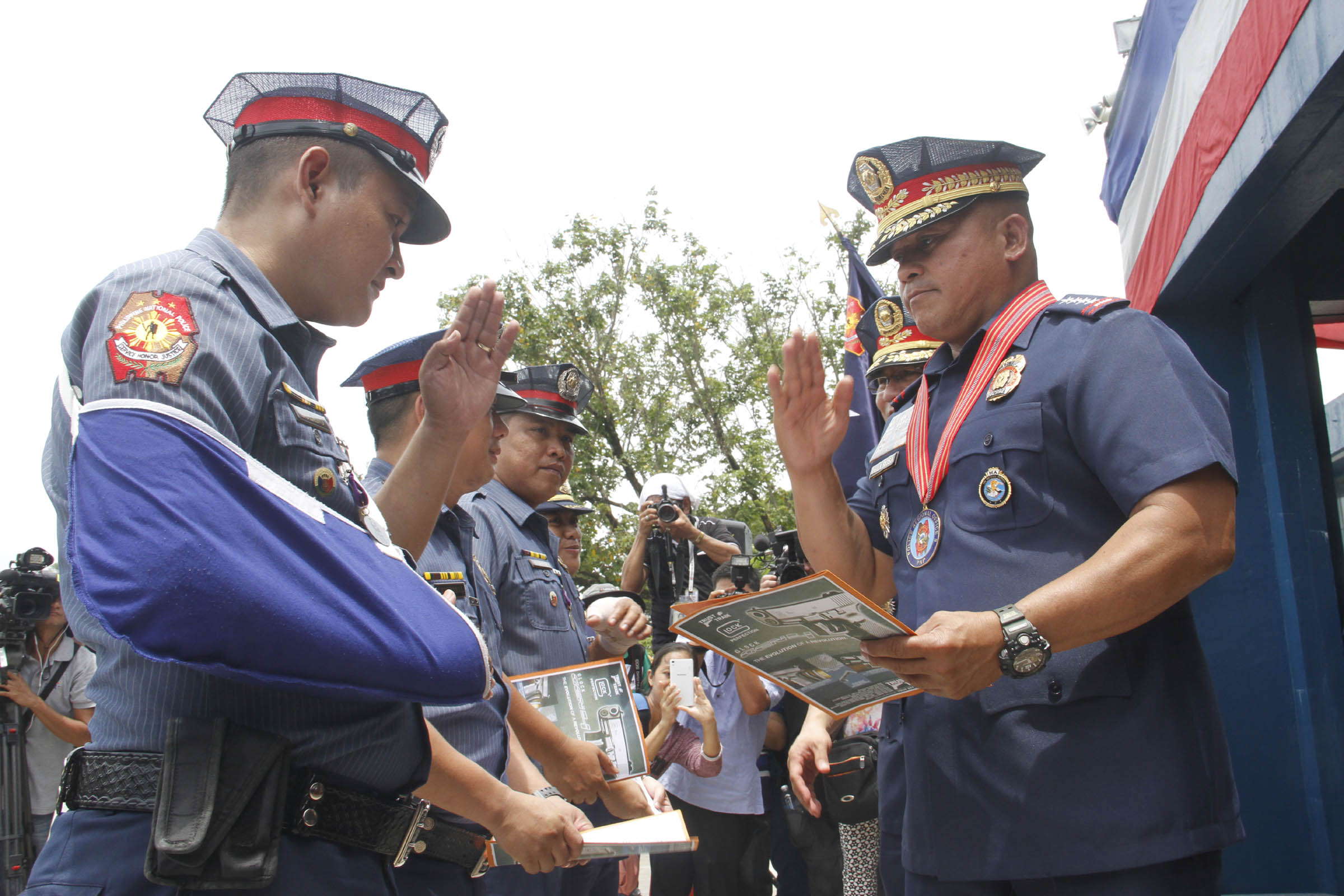 Philippine National Police (PNP) chief, Director General Ronald Dela Rosa, awards PO1 John Christian Solano and other policemen wounded in action in the campaign against illegal drugs in Region 3 during his visit to Camp Olivas in San Fernando City on Monday (Sept 5, 2016). He also warned policemen involved in illegal drugs to mend their ways as he will not tolerate it under his watch. (Photo: Avito Dalan/PNA)