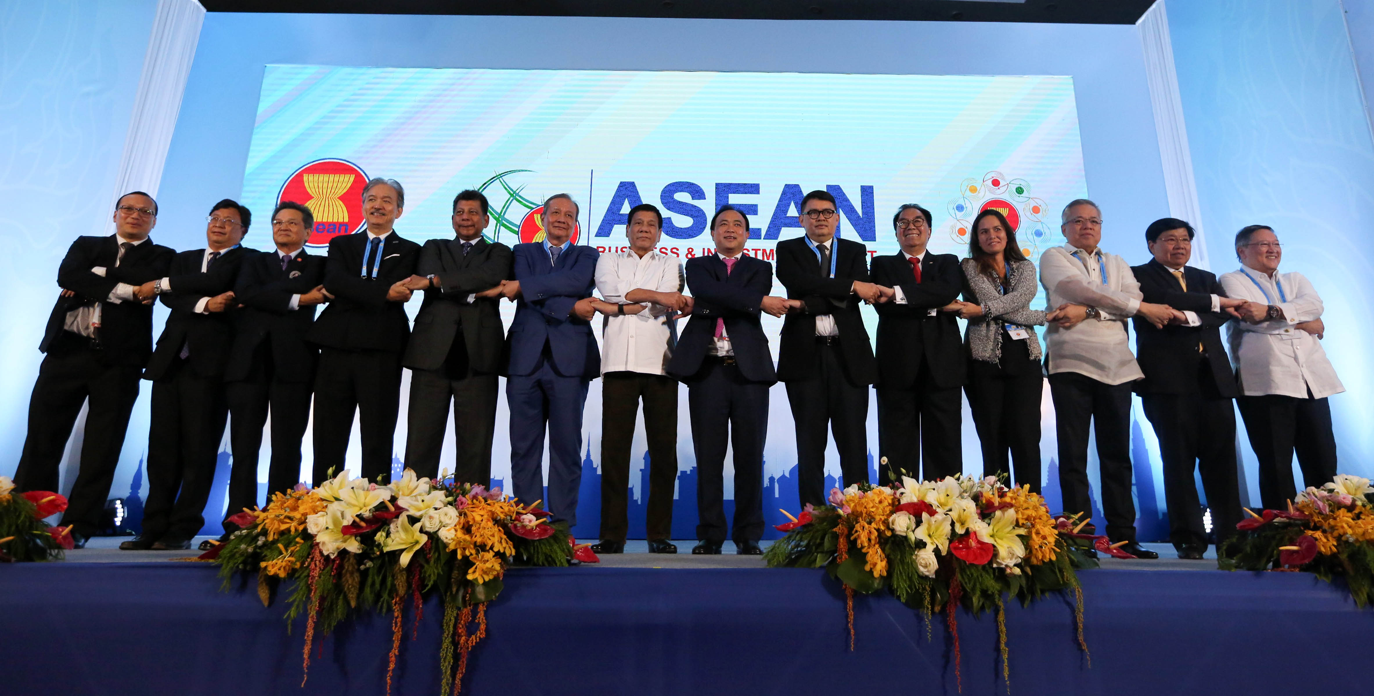 President Rodrigo Roa Duterte (middle, in white) joins hands with top business leaders in the region during the ASEAN Business and Investment Summit in Vientiane, Laos on Tuesday (September 6, 2016). The President is attending the three-day ASEAN summit in Laos. (Photo: King Rodriguez/PPD/PNA)