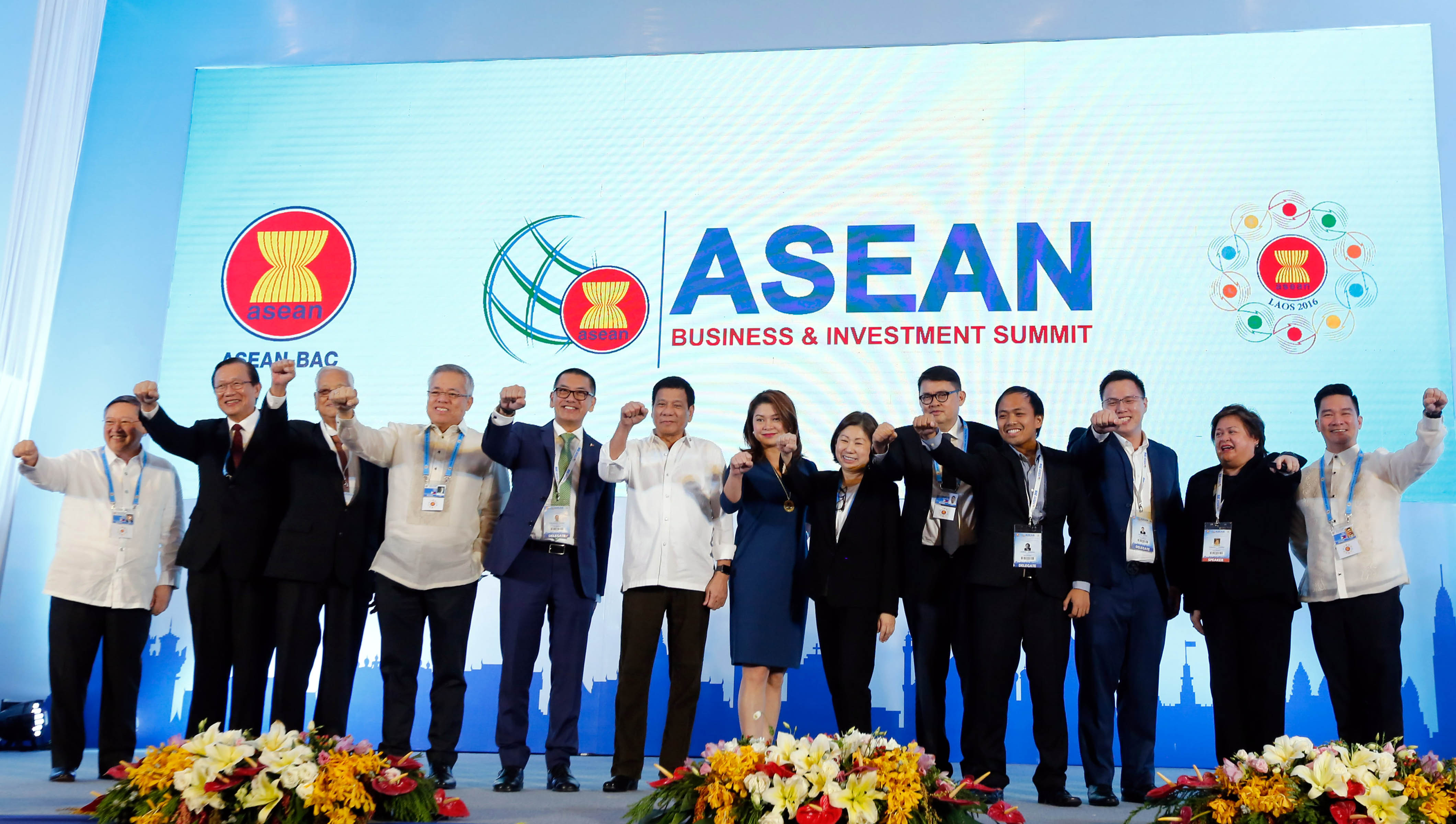"President Rodrigo ""Rody"" Duterte, together with some Cabinet members and business leaders, poses for a photo at the 13th ASEAN Business and Investment Summit in Moung Thanh Luxury Hotel in Vientiane, Laos on Tuesday (September 6, 2016). (Photo: Toto Lozano/PPD/PNA)"