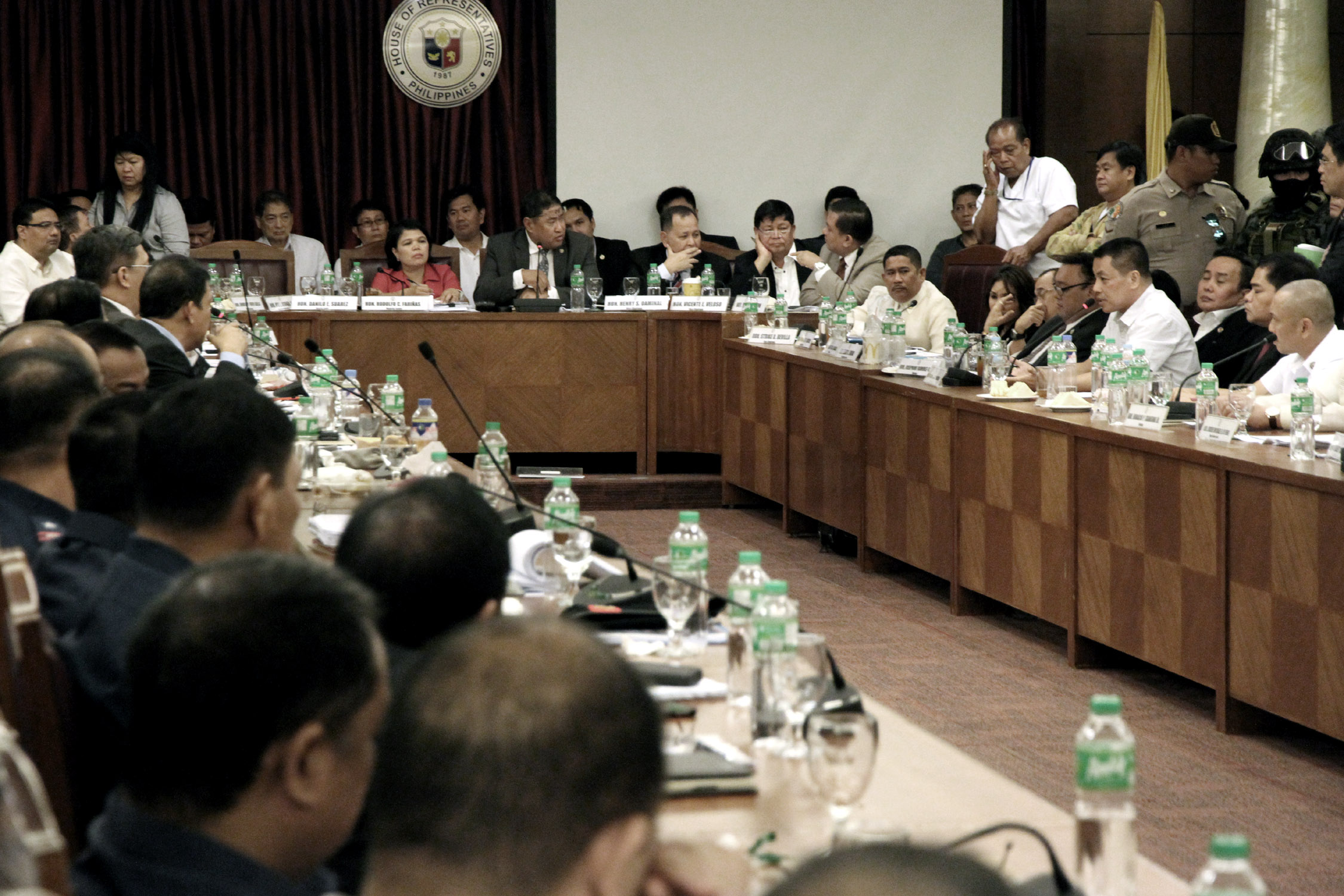Department of Justice Secretary Vitaliano Aguirre II (left) asks questions to convicted drug lord Herbert Colangco (right), one of the high profile inmates at the New Bilibid Prison (NBP) testifying during the congressional inquiry on illegal drugs on Tuesday (September 20, 2016) at the House of the Representatives in Quezon City. The House committe gave the DOJ Secretary the permission to cross-examine witnesses on the alleged illegal drugs operation inside the detention center. Also in photo is Oriental Mindoro Representative Reynaldo Umali (middle), chairman of the House justice committee. (Photo: Oliver Marquez/PNA)
