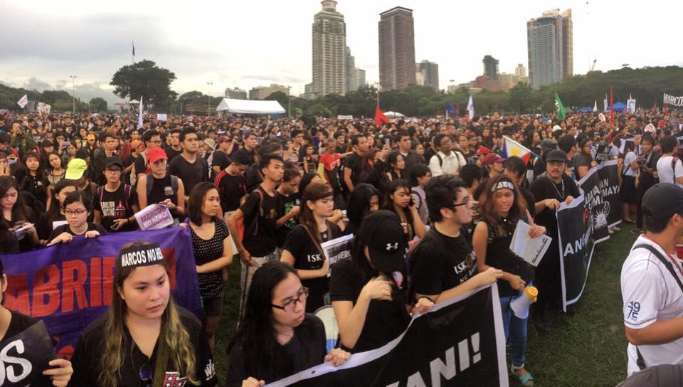 Nude students, Filipino activists protest dictators