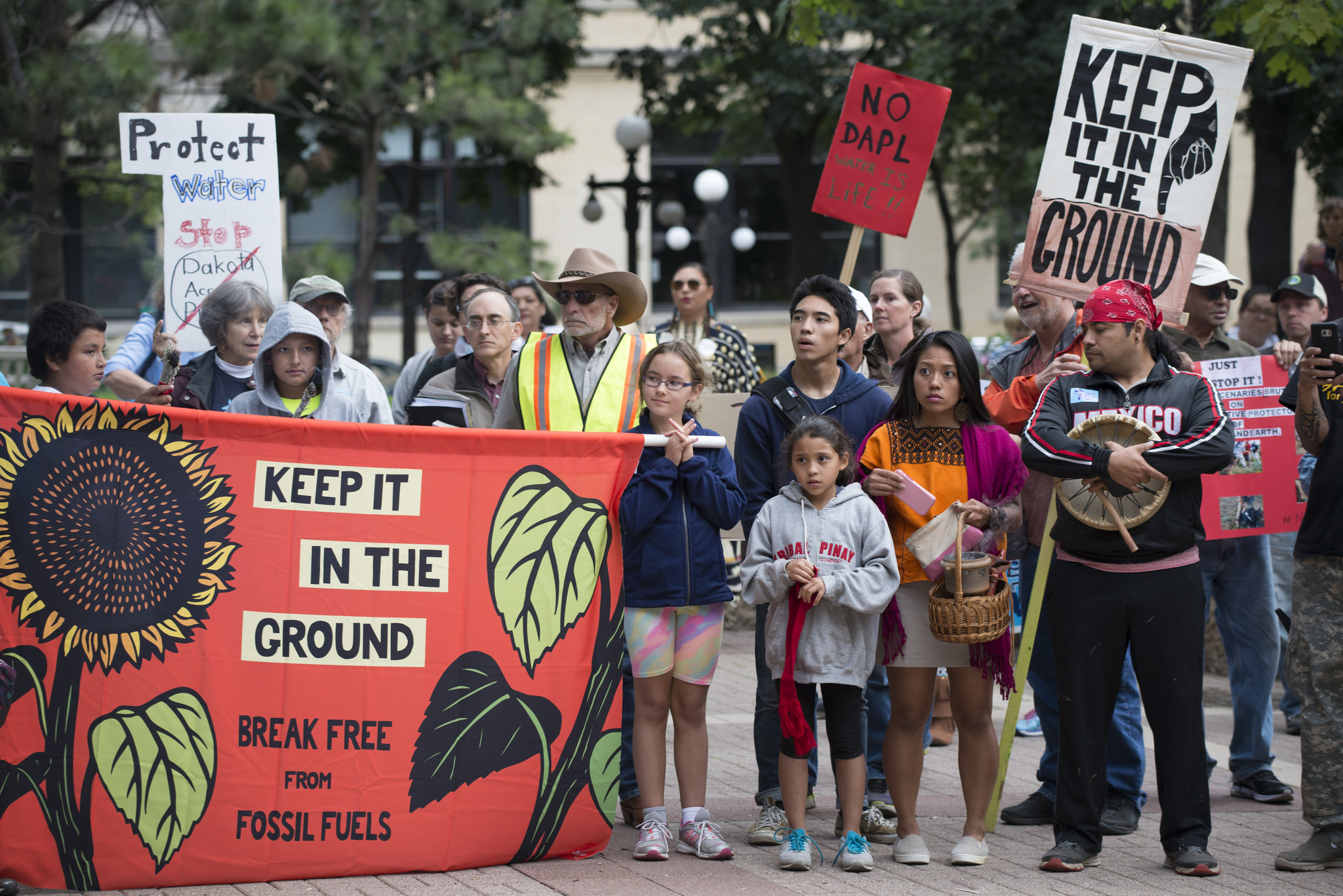Protesters show solidarity with the Standing Rock Sioux Tribe against the Dakota Access Pipeline in a September 13, 2016 rally in St. Paul, Minnesota. (Photo: Fibonacci Blue/Flickr)