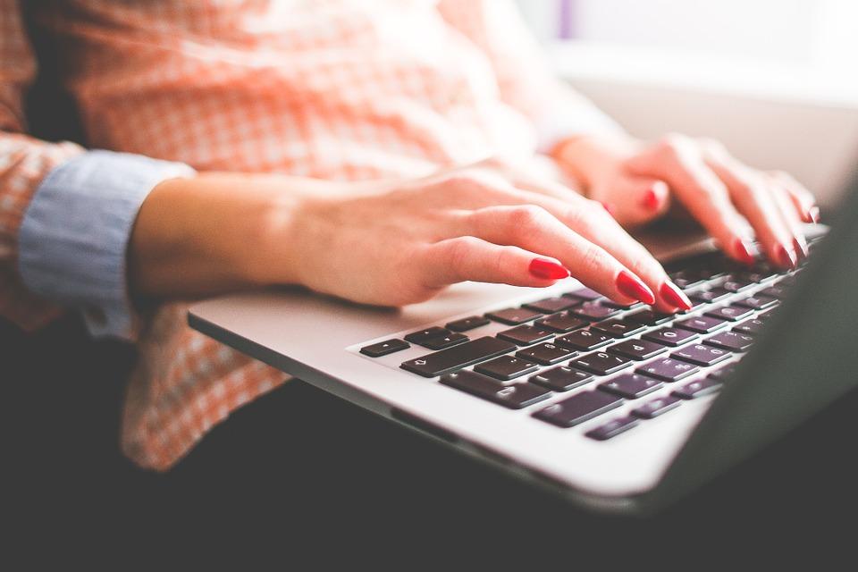 Online sites court procrastinators (Pixabay Photo)
