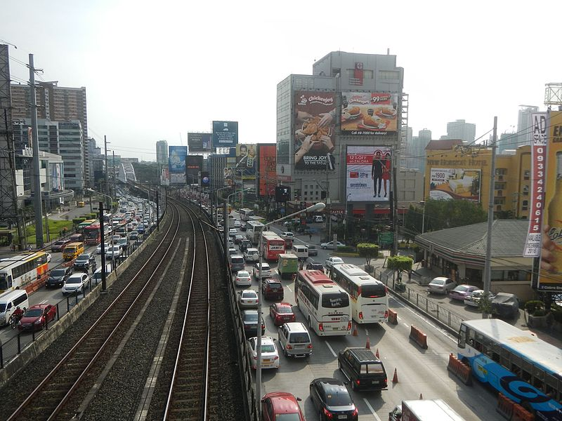 Boni Avenue, EDSA, Mandaluyong. (Photo by Judgefloro (Own work) [CC0])
