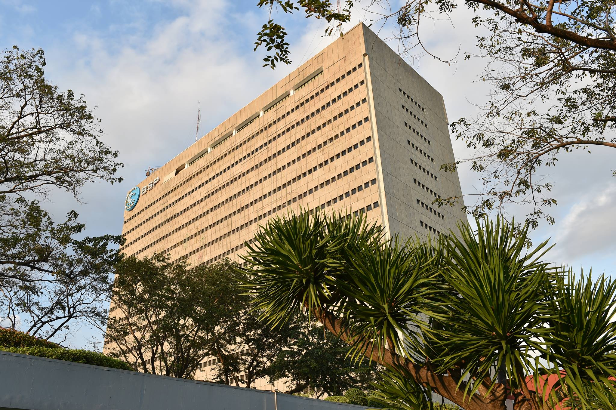 The Philippines banking system continues to prove its strength after ending 2016 with Php 154.13 billion net profit, up 13.9 percent from Php 135.34 Billion in 2015. (Photo: Bangko Sentral ng Pilipinas/Facebook)