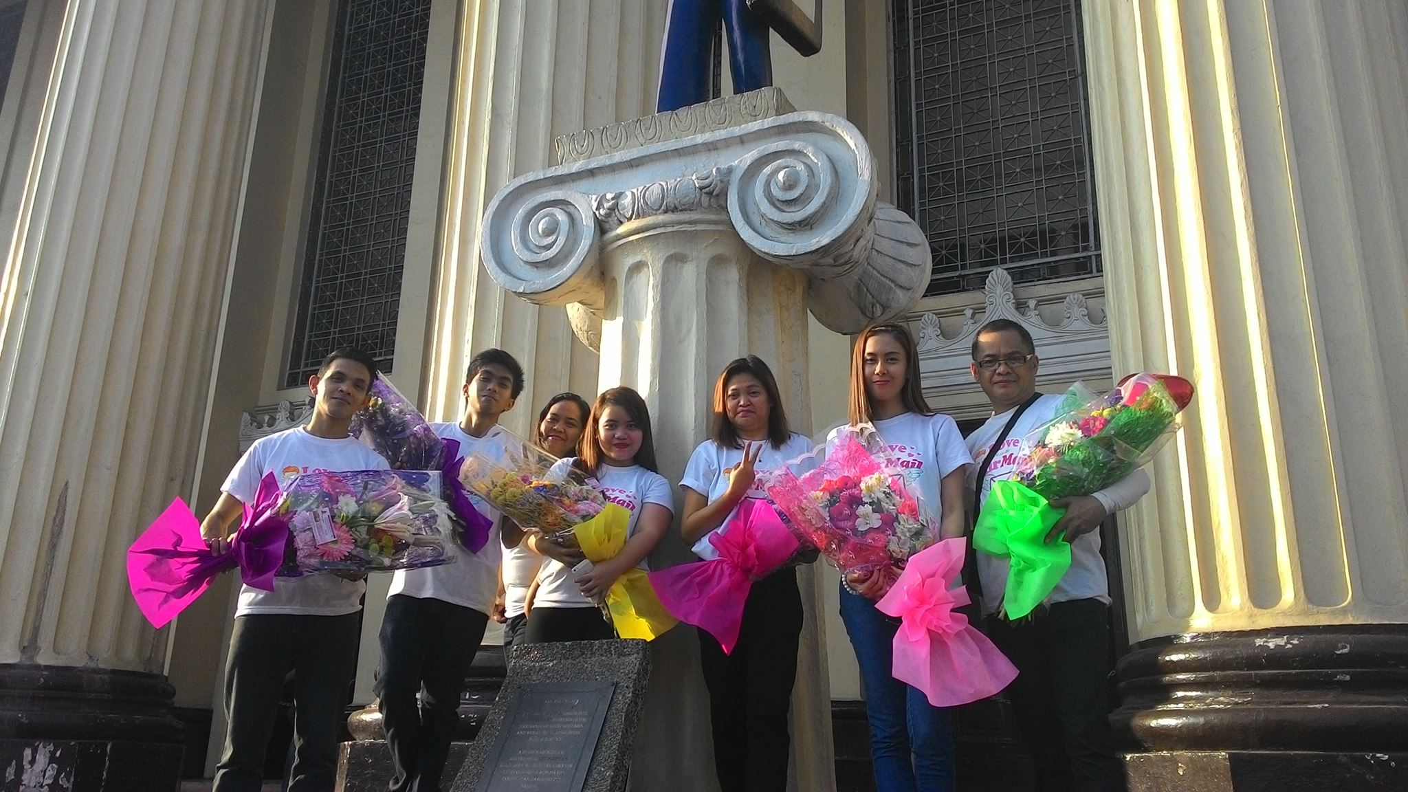 """Postmen in the Philippines will play Cupid this Valentine's Day through its """"love express"""" delivery campaign, said the Philippine Postal Corporation (Philpost) on Thursday, adding it is accepting flowers, chocolates and """"real"""" greeting cards for personal delivery this Valentine's Day. (Photo: Boyet London/Facebook)"""