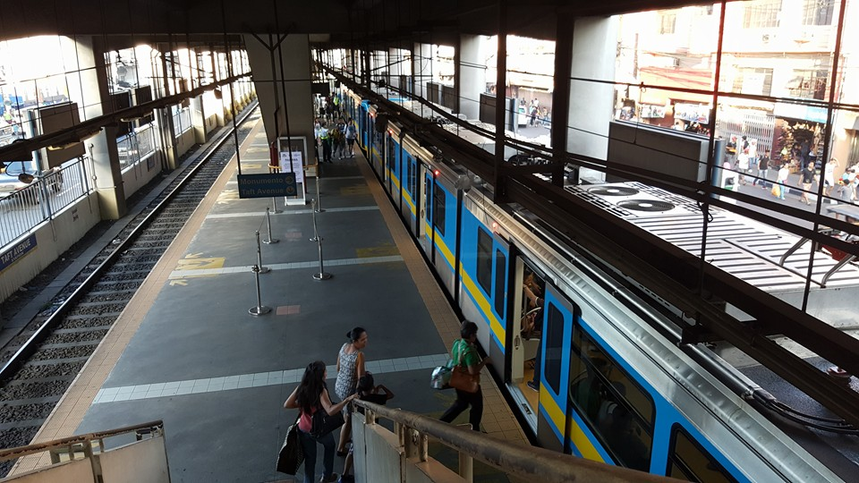 To generate additional income from the PHP2.8 billion MRT-LRT common station, the value of the projected foot traffic or pedestrian activity through the station can be maximized, a senator said Thursday. (Photo: