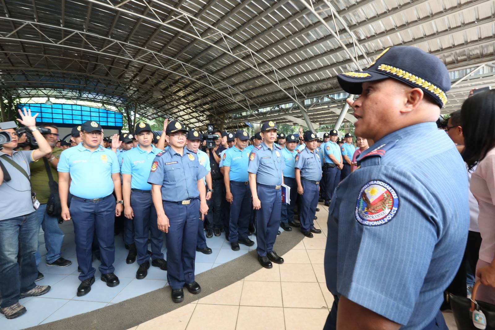 "This was evident with the presentation made by PNP chief Director General Ronald ""Bato"" Dela Rosa to President Rodrigo Roa Duterte the almost 300 erring policemen in Malacanang grounds on Tuesday. (Photo: Philippine National Police/ Facebook)"