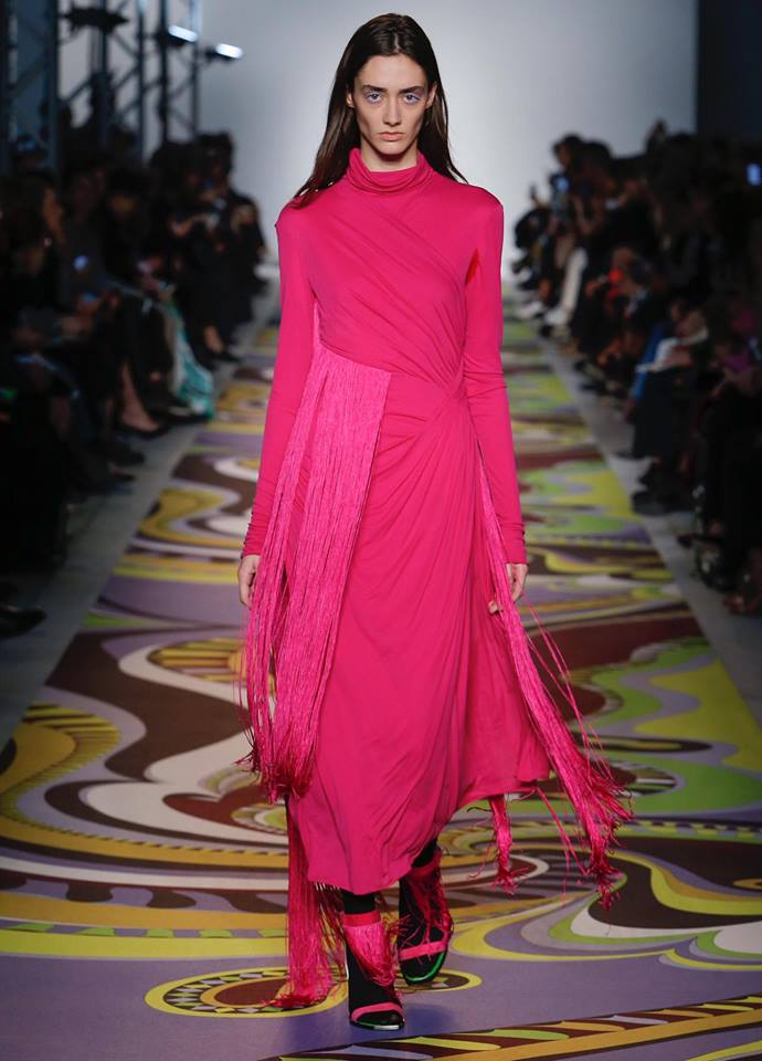 Red accents are lighting up the Milan runway, from blood red ensembles to red contrasts in footwear or a simple stripe of colour. But not on the lips. (Photo: Emilio Pucci/Facebook)
