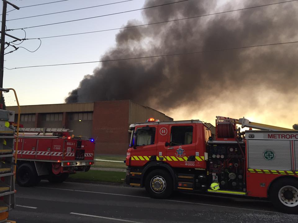 A factory fire in Melbourne's northern suburbs has left the city blanketed in smoke.(Photo: MFB (Melbourne Metropolitan Fire Brigade)/Facebook)