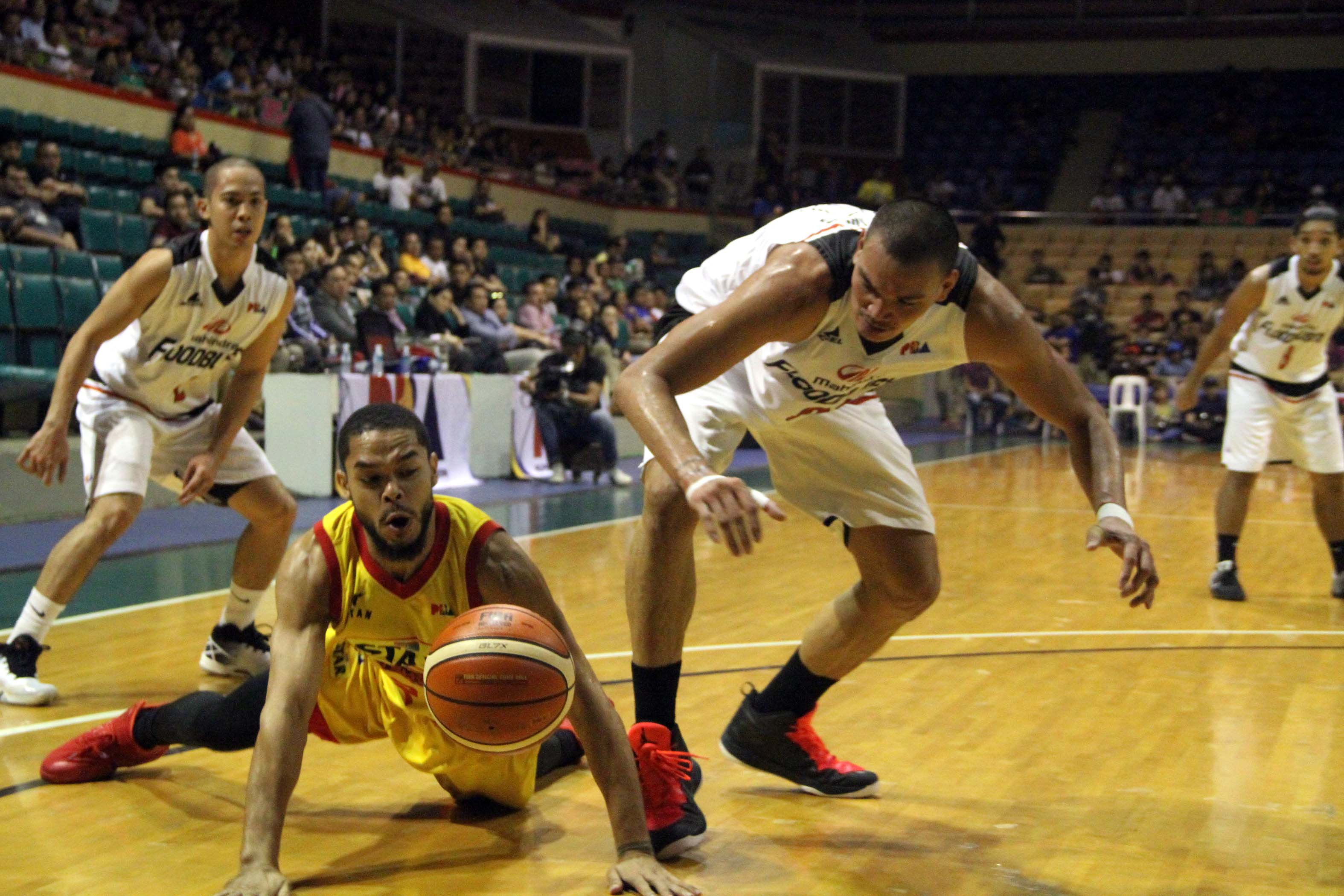 Star (Pictured) made one final push to the second seed in the PBA Philippine Cup quarterfinals with a 124-87 rout of Mahindra in the final night of the eliminations at the Cuneta Astrodome on Wednesday. (Photo: Philippine News Agency)