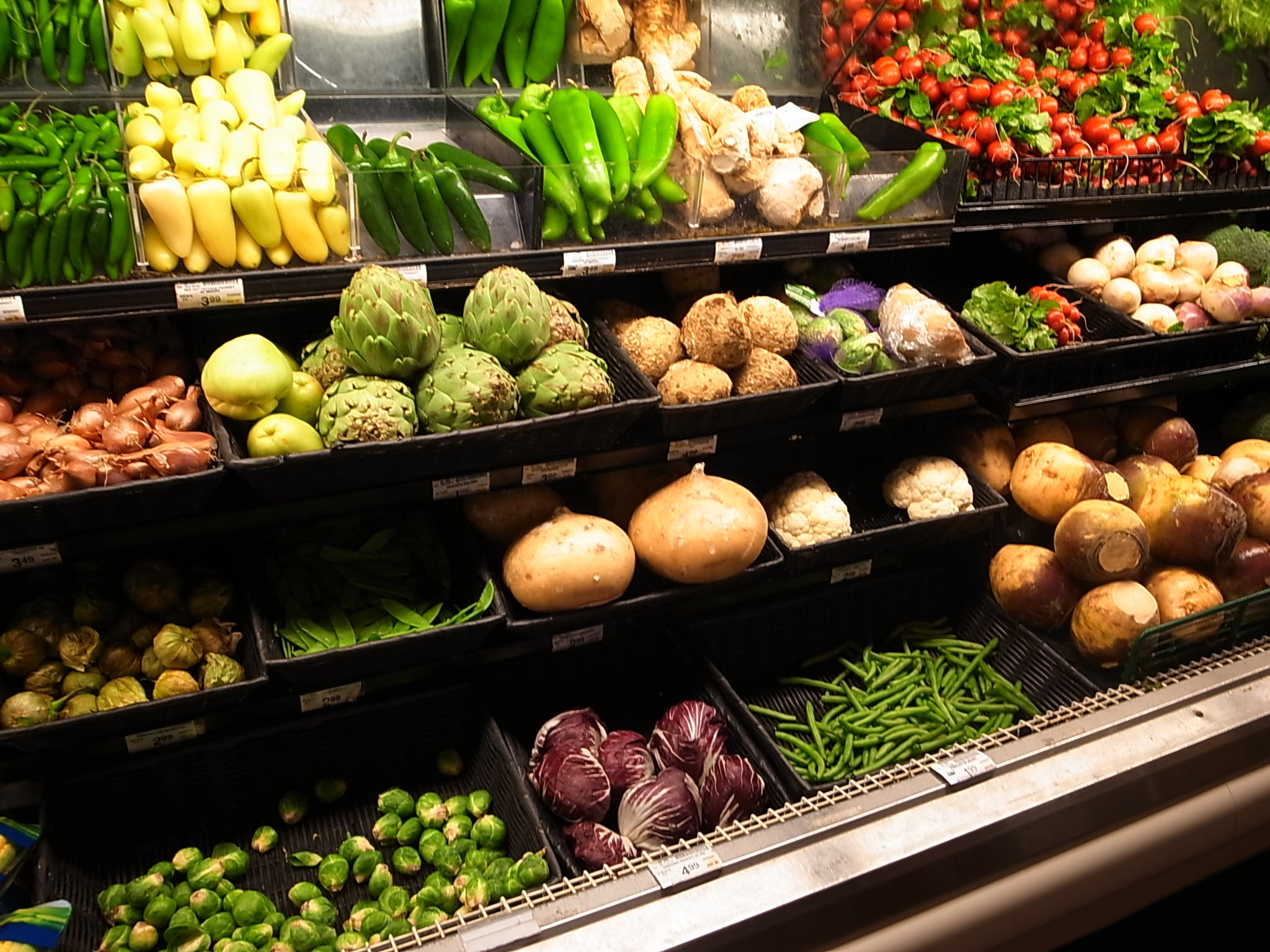 The food subgroup prices decelerated to 3.4 percent from the previous month's 3.6 percent. This is due to slower price adjustments in fruits, vegetables, meat, corn, sugar, jam, honey, chocolate and confectionery. (Photo: Lisa Pinehill/ Facebook)