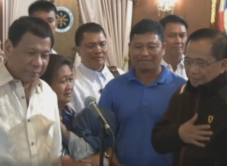 The President presented Rexon Romoc in Malacañang, a day after the boy was released from Jolo, Sulu where he was held captive for almost seven months. (Photo: PTV/ Facebook)