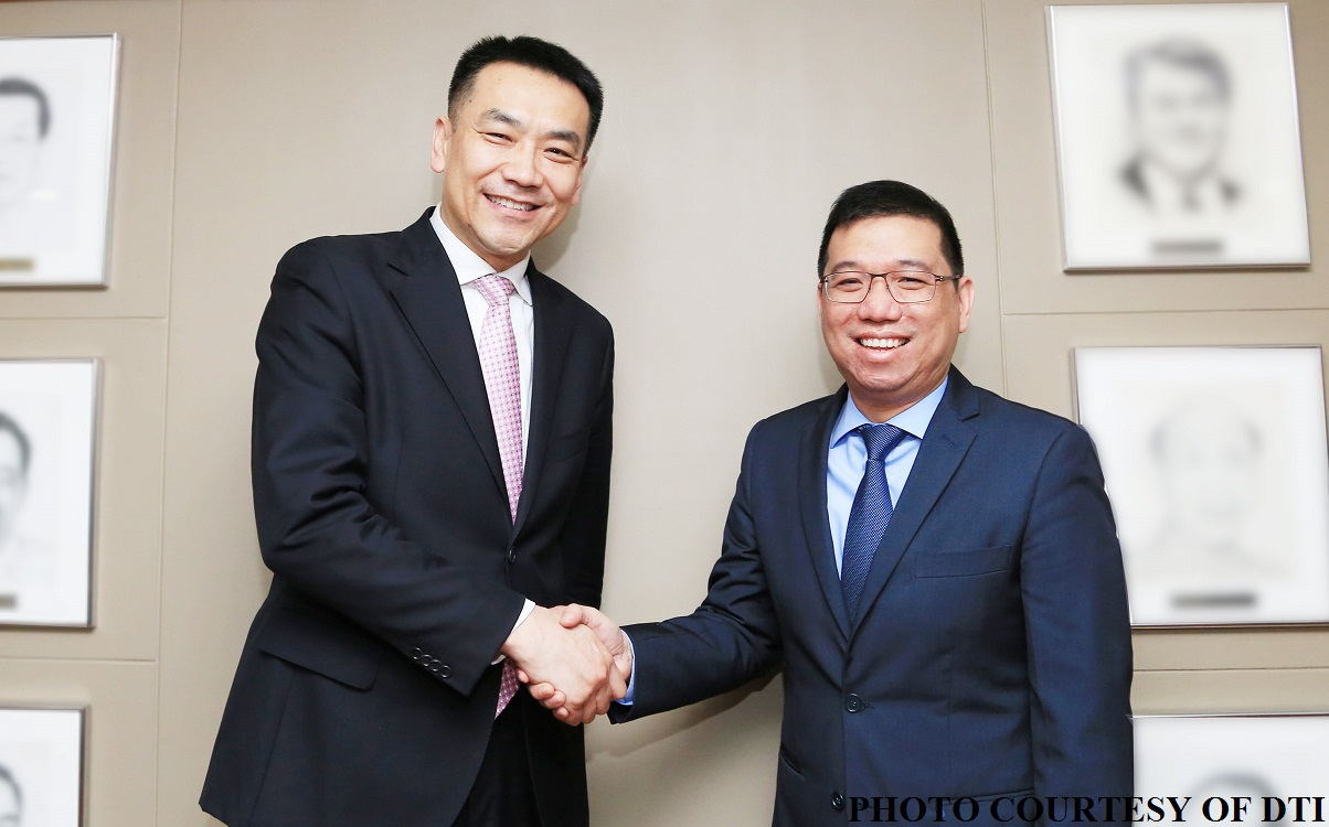 Ministry of Commerce of People's Republic of China (MOFCOM) Deputy Director General Li Shaotong is leading a 10-man business delegation here to explore stronger partnership between China and the Philippines. (Photo: Philippine News Agency)
