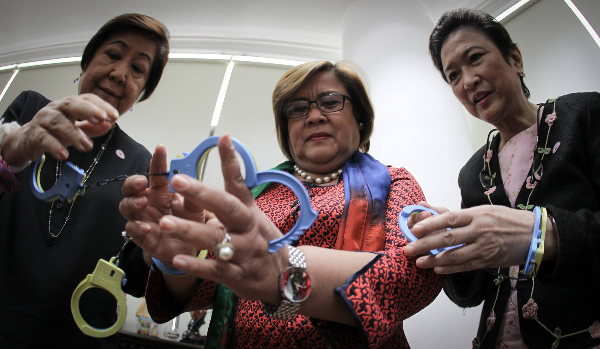 This statement was issued the same day three drug-related charges were filed against De Lima (center) in the Muntinlupa Regional Trial Court. (PRIB Photo by Joseph Vidal/Senate of the Philippines on Facebook)